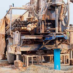 Perfuração de poços artesianos